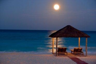 cancun-and-riviera-maya-sun-setting-over-cancun-beach